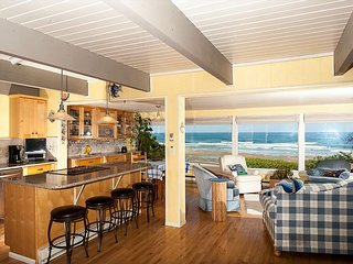 Enjoy this Pet Friendly Oceanfront Home w/ Hot Tub in Roads End Today! - Lincoln City vacation rentals