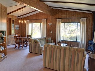 Affordable Gleneden Beach cottage less than a block away from beach access! - Gleneden Beach vacation rentals