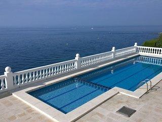 Bel appartement Vue Mer, premiere ligne + Piscine - Roses vacation rentals