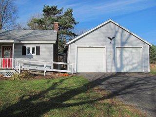 Gramma's House is a newly Renovated Three Bedroom Farm House - Hamilton vacation rentals