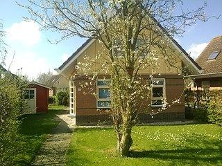 Luxe 5 pers. bungalow aan het water met wifi.  prijs alles inclusive !!!. - Medemblik vacation rentals