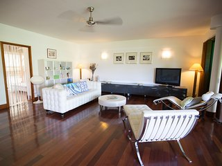 Sunset Beach Carlton - Luxe, piscine et bord plage - Punaauia - 2 ch 4 pers 1bb - Punaauia vacation rentals