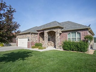 Putters Paradise - Lovely 5 Bedroom home located at wonderful Branson Creek - Hollister vacation rentals
