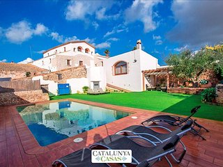 Countryside villa for 13 among Spanish vineyards, only 30 minutes from Sitges - La Bisbal del Penedes vacation rentals