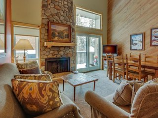 Warm condo just steps from pool, hot tub, tennis, and golf! - Sun Valley vacation rentals