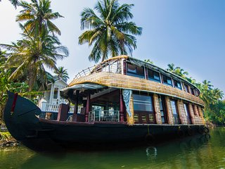 Perfect 2 bedroom Boathouse in Trichur - Trichur vacation rentals