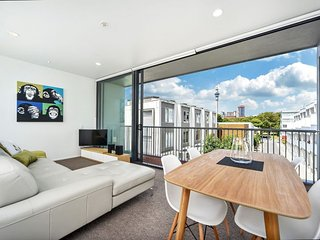 2 Bedroom Serviced Family Accommodation with Parking near Victoria Park - Auckland vacation rentals