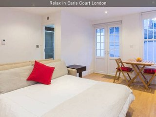 Hidden Gem in Earls Court - 1BR Apt - London vacation rentals