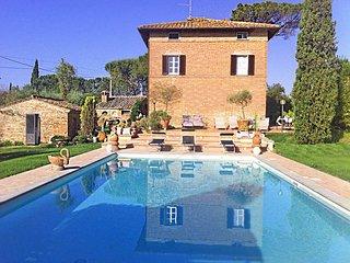 Bright 6 bedroom Villa in Gioiella - Gioiella vacation rentals
