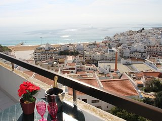 Apartment do Sol (Renovated 2016/7) - Albufeira vacation rentals