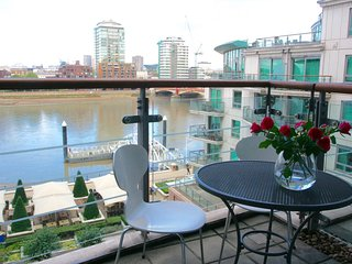 Stunning flat overlooking the Thames - London vacation rentals