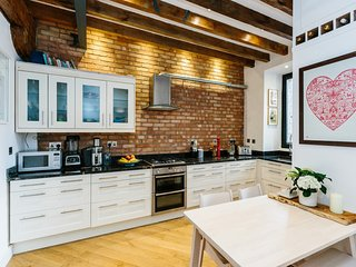 Natural light and modern home in Primrose Hill - London vacation rentals