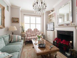 Inviting Barnes home on Lillian Rd - London vacation rentals
