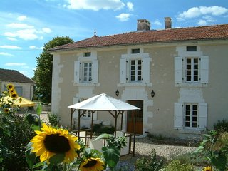 Lovely House with Swing Set and Television - La Tour-Blanche vacation rentals