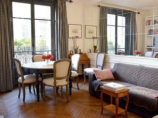 2 Bedroom Parisian Apartment Close to Eiffel Tower - Paris vacation rentals