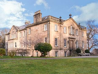 DALVEY HOUSE, detached mansion, spacious grounds, woodburner, dog friendly, Forres, Ref 948705 - Forres vacation rentals