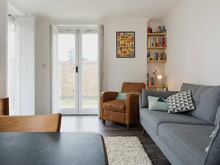 Chic apt in the ♡ of East London - London vacation rentals
