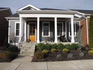 Derby perfect. Walkable neighborhood convenient to XWAY, restaurants, & grocery - Louisville vacation rentals