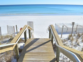 3BR/3BA Town Home 200 Yards from the Beach! Grill--Close to Everything in Destin - Destin vacation rentals