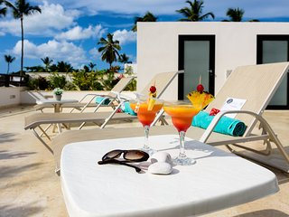 Luxurious 4-bdrm penthouse with rooftop jacuzzi in beachfront complex (K7) - Las Terrenas vacation rentals