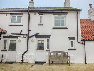 NORTHVIEW, pet-friendly, off road parking, short walk to beach, Skipsea, Ref - Skipsea vacation rentals