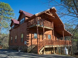 Paws and Unwind - Smokies Getaway! Hot Tub - Game Room - WIFI -Minutes to - Sevierville vacation rentals