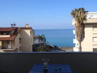 Tropea 1 bedroom apartment with sea view balcony 5 min. walk from the beaches - Tropea vacation rentals