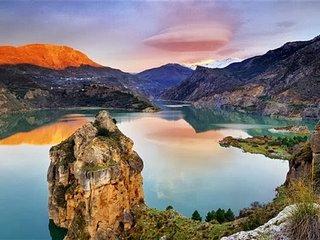 Stunning Lake & Mountain Views - 20 mins from historic centre of Granada. Wifi! - Guejar Sierra vacation rentals