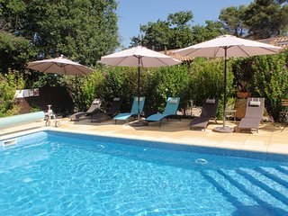 2 bedrooms with  gardens and pool- 4 star stylish apartment -1km from Aups - Aups vacation rentals