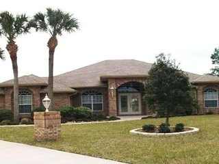 Deltona Private Oasis Awaits! ONLY 30MIN T0 DAYTONA, 45MIN TO DISNEY & UNIVERSAL - Deltona vacation rentals