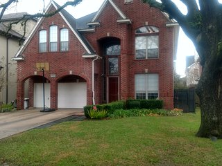 Upscale 4 bedroom SuperBowl Home in Bellaire. 12 Minutes for NRG - Bellaire vacation rentals