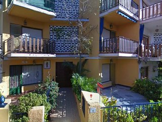 Large groundfloor 160sqm, 3mn from Sandy Beach, 3 bedrooms 2 baths air condition - Alcossebre vacation rentals