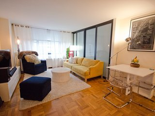 2br colombus circle! 24H DM~Laundry - New York City vacation rentals