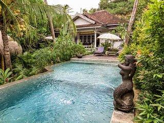 Perfect Villa in Kuta with Deck, sleeps 6 - Kuta vacation rentals