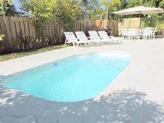 ALL NEW LIGHT & BRIGHT 5/3 FOR 12, HEATED POOL, 3 MINS TO HOLLYWOOD BEACHES - Hollywood vacation rentals