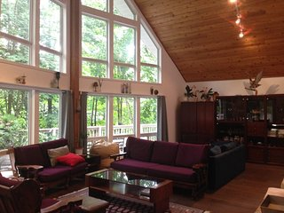 Bright Cottage with Deck and Boat Available - Rosseau vacation rentals