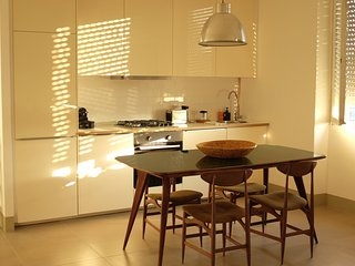 Bright 2 bedroom Milan Apartment with Television - Milan vacation rentals