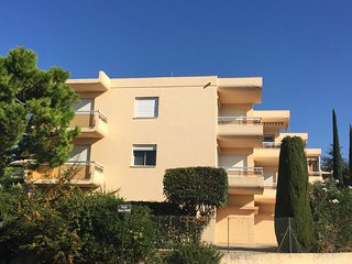 Bright, sunny, modern apartment - two sea-facing balconies - for a great holiday - Bandol vacation rentals