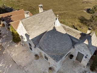 Trullo Francesca: exclusive trullo with pool in 17th century farmhouse - Gorgofreddo vacation rentals