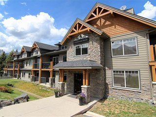 Mountain Resort – 4 Star Hotel Condo in Rockies & Bow Valley - Dead Man's Flats vacation rentals