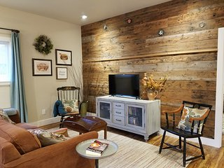 Rustic Chic near Mill Creek and Woodinville - Mill Creek vacation rentals