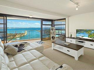 The Penthouse at Point Cartwright - Buddina vacation rentals