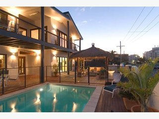 Between the Flags - On the Beach - Buddina vacation rentals