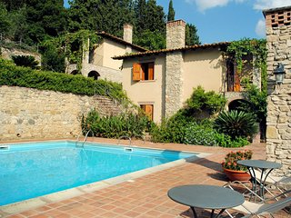 Nice House with Internet Access and Shared Outdoor Pool - Patti vacation rentals