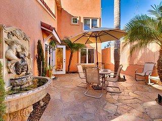 Quiet, secluded retreat, roof top deck, walk to beach & village! - La Jolla vacation rentals
