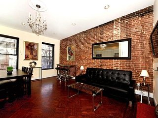 Prime location in UES 3 Bed 2 Bath for 8 people. Stay be Central Park, MoMA, etc - New York City vacation rentals