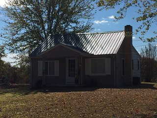 Persist - Country and Art: A Cottage at Henisicity Farm - Pegram vacation rentals
