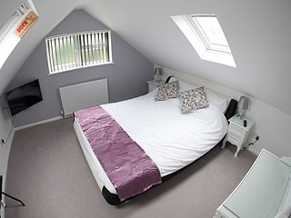 B & B suite near Heathrow & London Private entrance - West Drayton vacation rentals