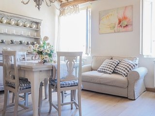 """Luccabookingholiday-""""Peonia"""" romantic and elegant apartment in center! - Lucca vacation rentals"""