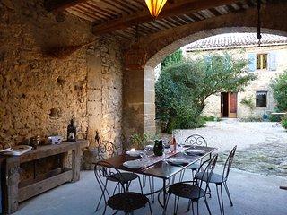 En Provence, mas Le Petit Bréjas avec piscine - Mondragon vacation rentals